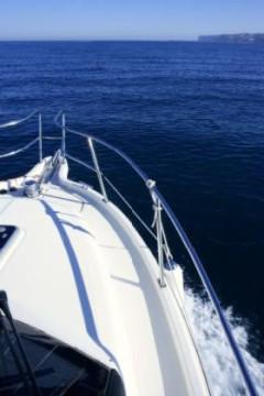 Aussicht von einem Motorboot auf den Horizont